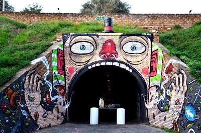 """Mr. THOMS """"Il RisucchiAttore"""" esterno Tunnel del Quadraro via Decio Mure ottobre 2012"""